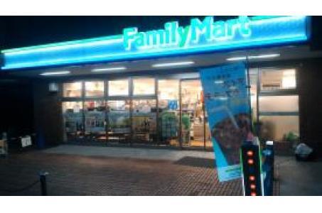 ファミリーマート南青山三丁目店の画像