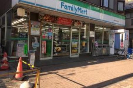 ファミリーマート和泉多摩川駅前店の画像